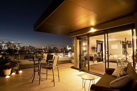 Exceptional View w Huge Balcony, Walk 2 city & MCG