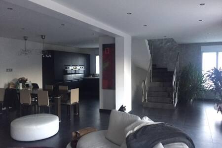 Maison 230 m2 entre Disneyland et Paris - Bry-sur-Marne - House