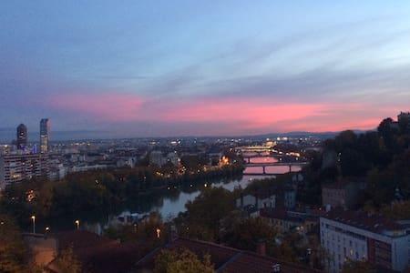 """""""Bel appartement avec vue / Lyon"""""""