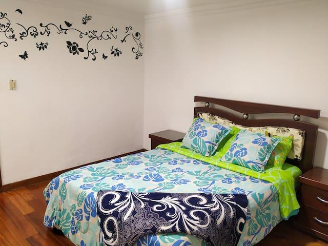Acogedora y amplia habitación
