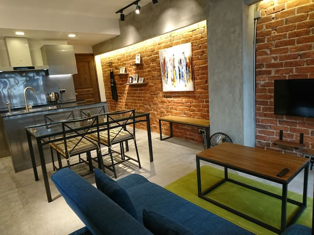 Newly Renovated Modern Luxe Lofts 3 Rooms Apt