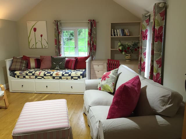 Cosy Peaceful self contained cottage Chorleywood - Chorleywood - Bungalou