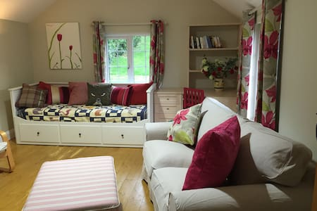 Cosy Peaceful self contained cottage Chorleywood - Chorleywood - 小平房
