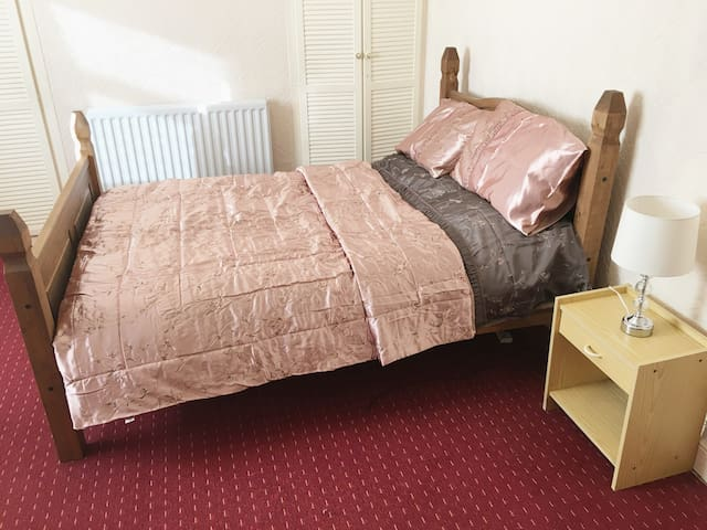 Spacious 2 bed house, ideal Liverpool location - Liverpool - House