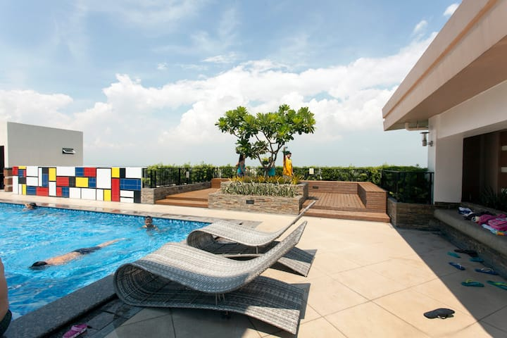 Rooftop pool, Gym, fast WIFI, Venice Piazza!