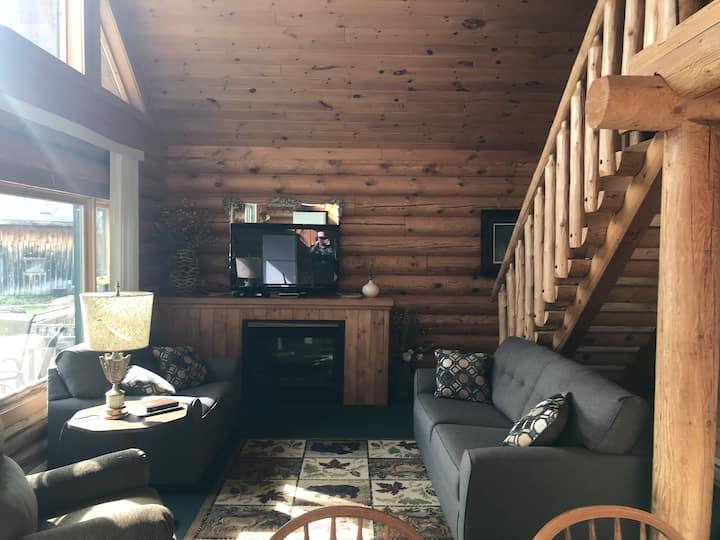 Pelican Lake Resort - Log Cabin Red Pine