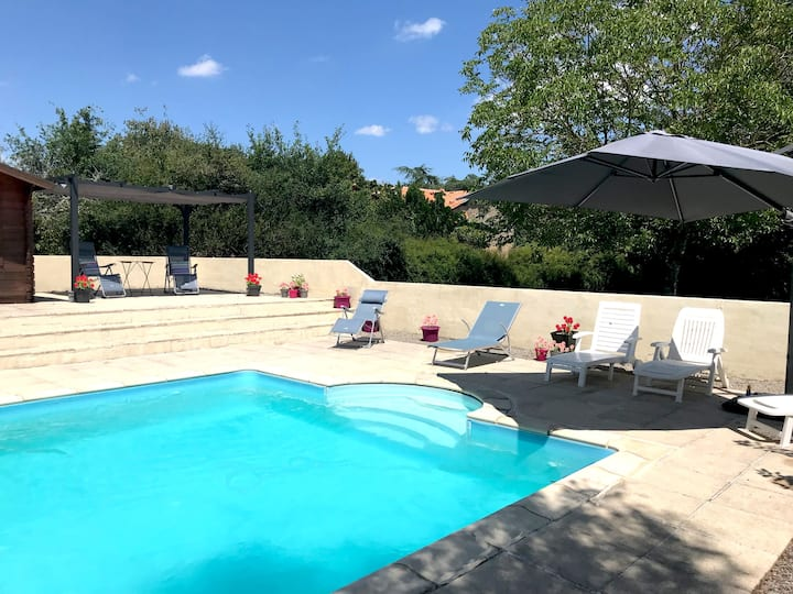 La Vieille Ferme  with private heated pool & WiFi