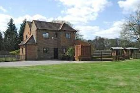 5 Bedroom Cottage on Golf Course, Ascot - Winkfield Row
