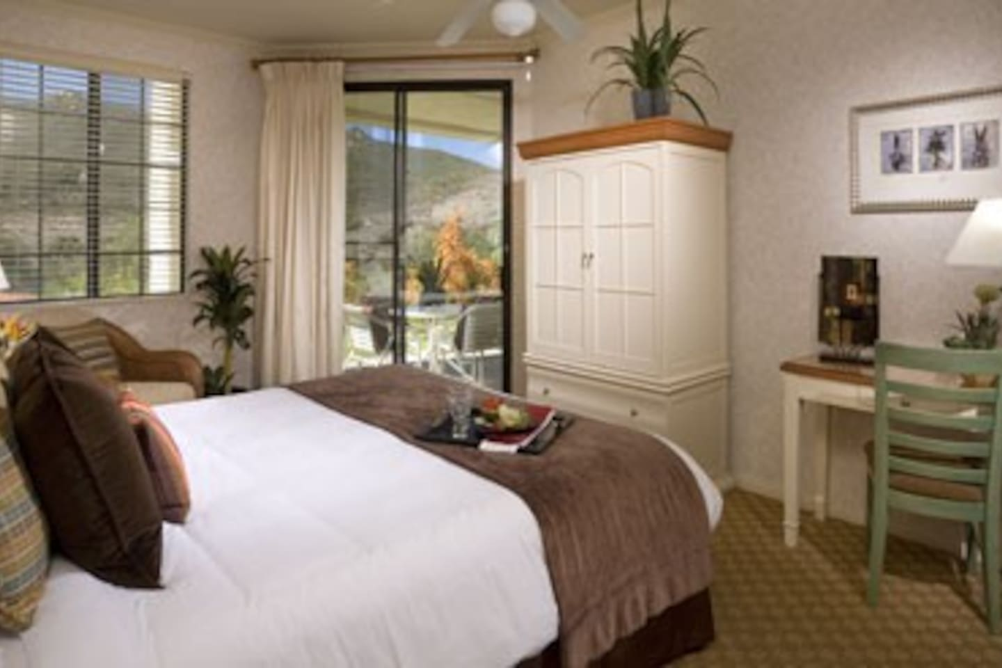 All master bedrooms have a king size bed.