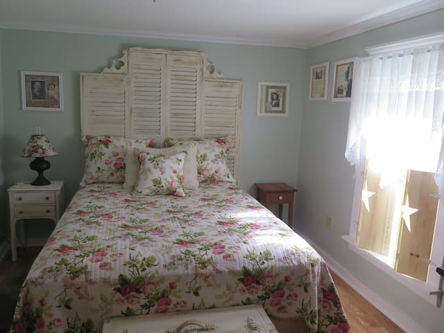 The Rose Room - Dean Lane Bed & Breakfast
