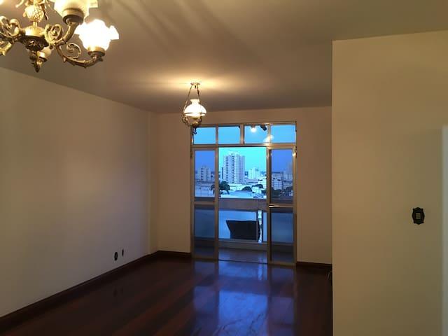 Apartamento de Luxo, 180m2 com 2 vagas na garagem! - Campos