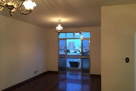 Apartamento de Luxo, 180m2 com 2 vagas na garagem!