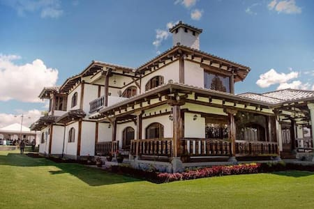 "Casa Quinta Clementina ""The Dream House"" - Ambato"