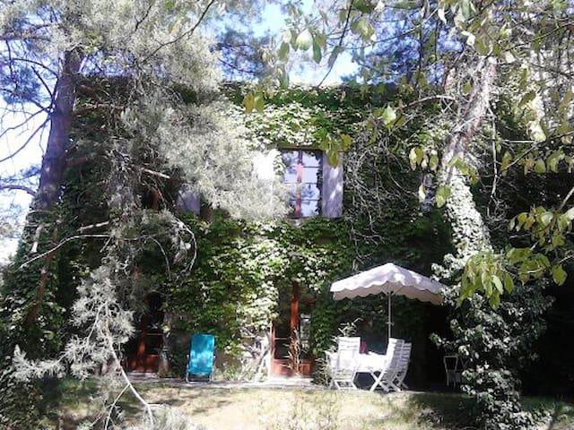 Maison calme, confortable, ancien couvent - Lamontgie - Talo