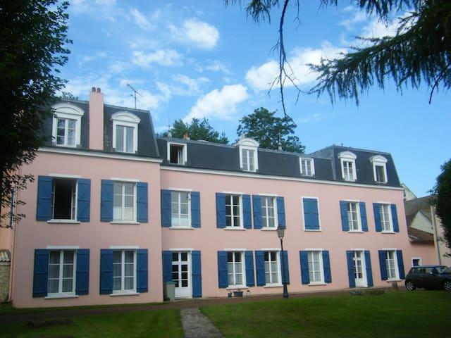 2 p meublé lumineux et fonctionnel - Les Chapelles-Bourbon - Apartment