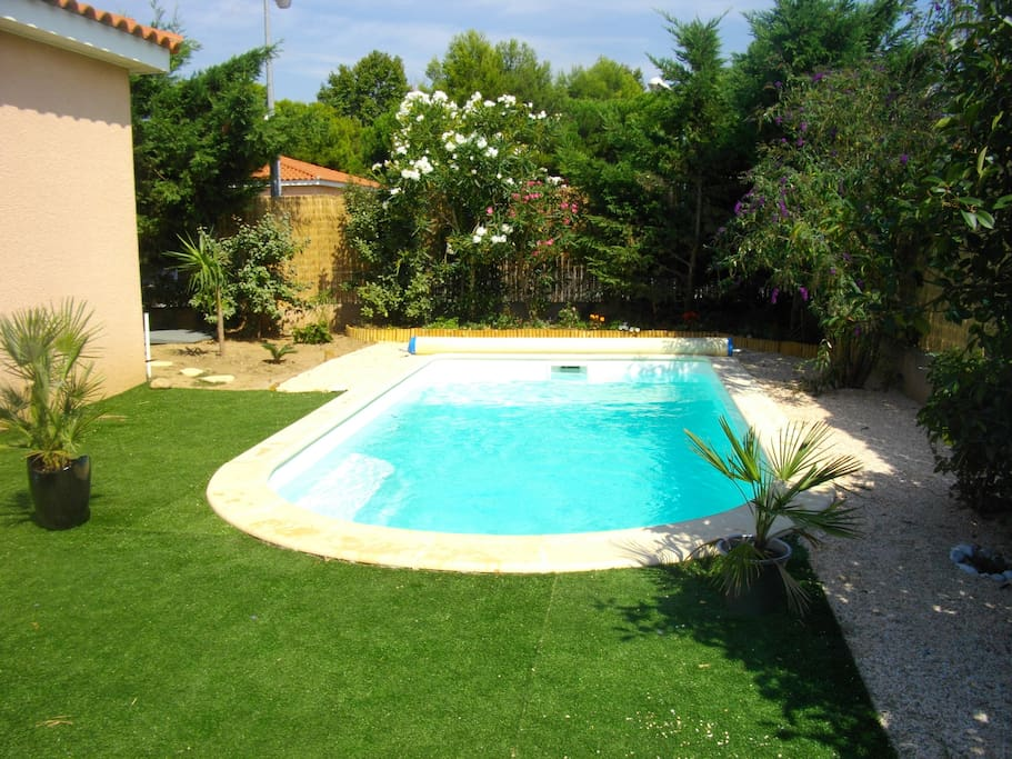 Charmante villa priv e avec piscine villas for rent in for Piscine st esteve