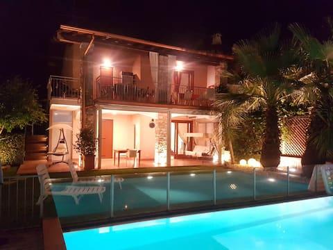 Camilla hus med basseng