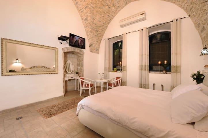 The Antiquity Heart Mansion- Classic suite