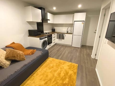 Modern Brand new 1 bed studio and Central