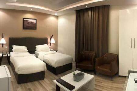 قصر السراة للأجنحة الفندقية ( غرفة قياسية مزدوجة )