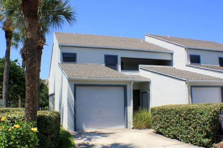 Seawinds 74- Ground floor 2 bedroom 2 bath lake view condo - Saint Augustine Beach - Condominium
