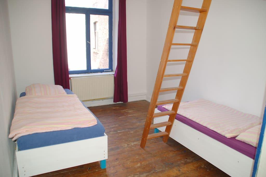 g nstiges bett im kwartier lateng gerne gruppen wohnungen zur miete in k ln nordrhein. Black Bedroom Furniture Sets. Home Design Ideas