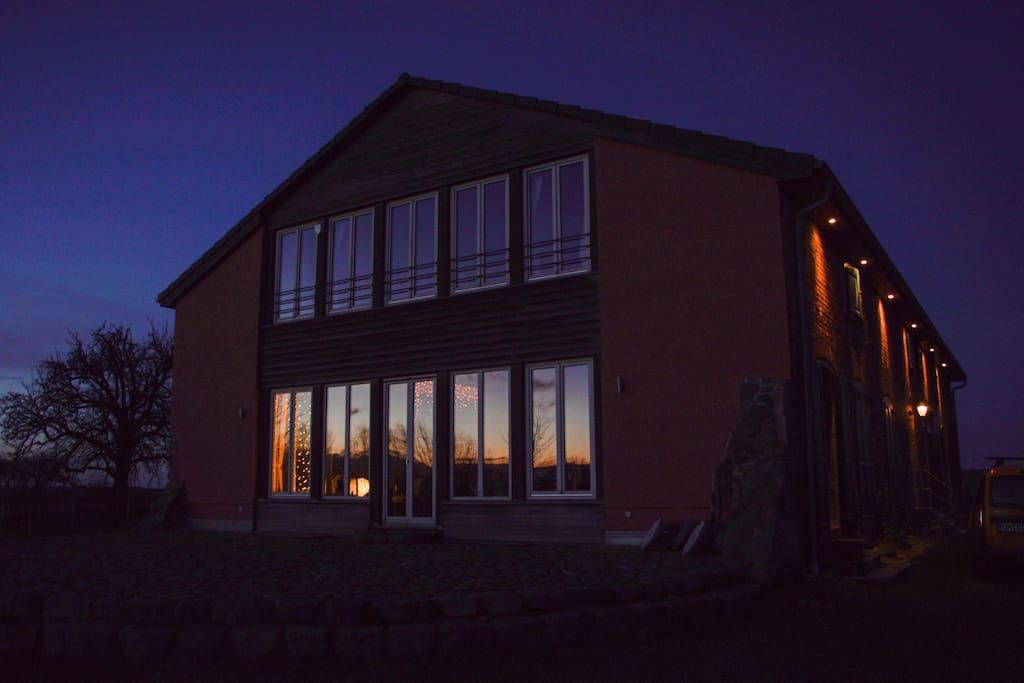 Haus am Winterabend
