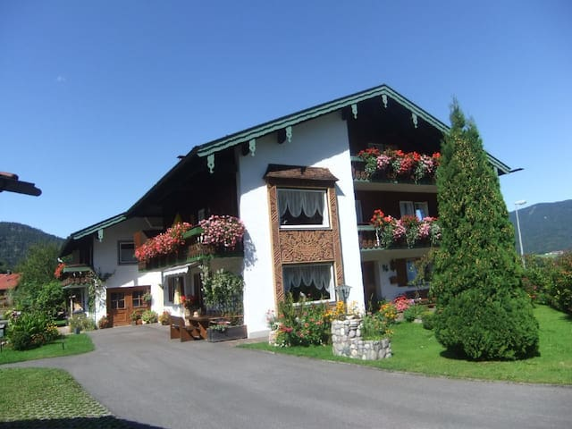 Well equipped, comfortable apartment for a relaxing holiday with fully equipped kitchen, beautiful mountain views