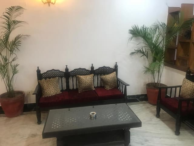 Independent GF apartment w/Kitchen🍀 Fab Location