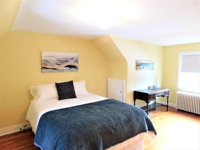 Second floor queen bedroom.