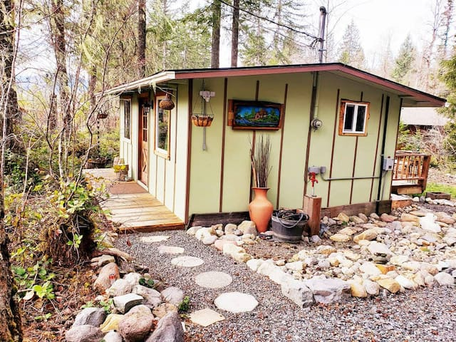 *Little Cabin on Big Creek * 5 min to Mt. Rainier!