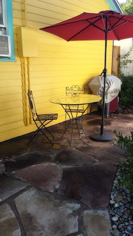 Adorable Guest House Walk to Shop & Dine