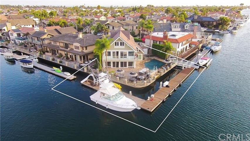Luxury Waterfront House,Private Pool,XL Relaxation Decks, AC and Pool Table
