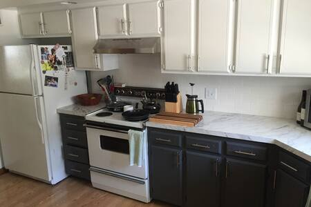 Comfortable and Cozy Home near Nebraska Wesleyan - Lincoln - Ház