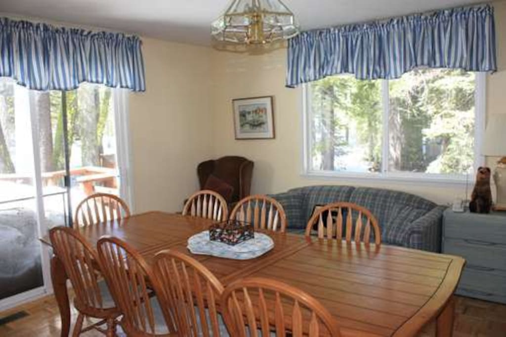 dining room seats 10 people - opens to back deck