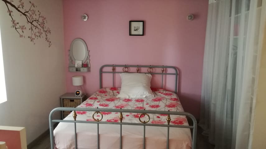 Comfortable bedroom at 3km from Châteaudun - Donnemain-Saint-Mamès - Huis