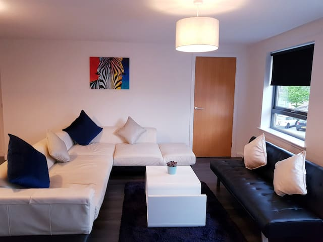 GlasgowCityCentre/Wifi/FreeParking/En-Suite/2Bed