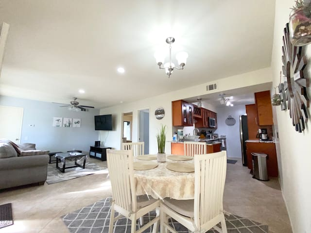 Vacation getaway! close to restaurants & downtown