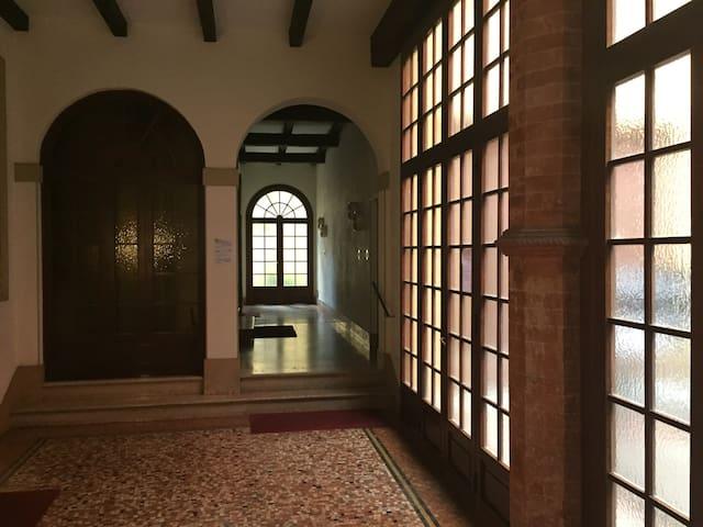 Elegant flat in historical centre