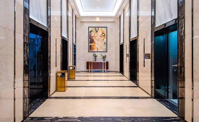 大厅电梯间