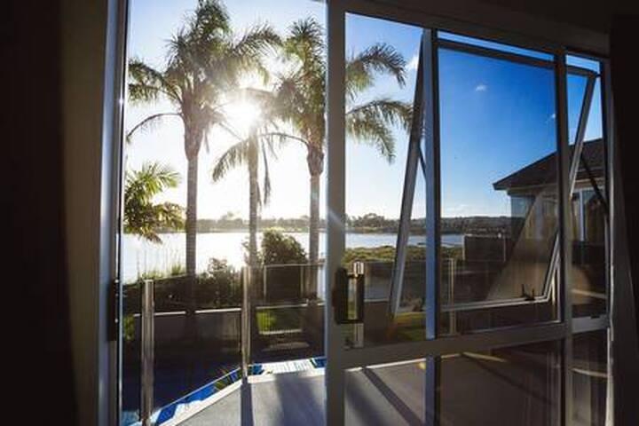 Sea, Palms & Pool View