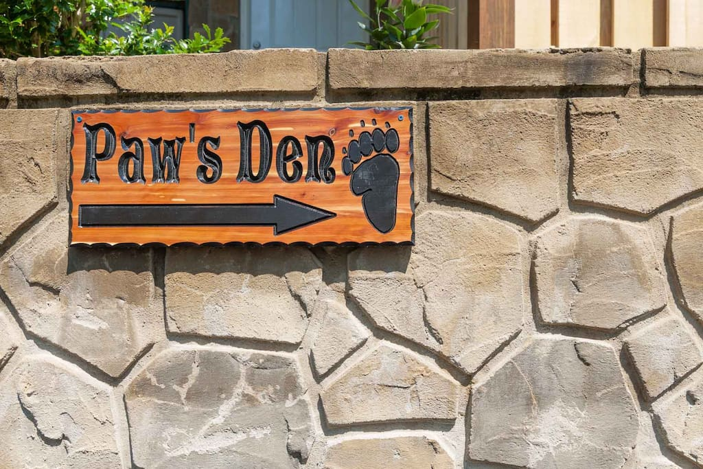PAWS DEN HAS ONSITE PARKING ON LOWER LEVEL OF OUR LARGE LOG CABIN