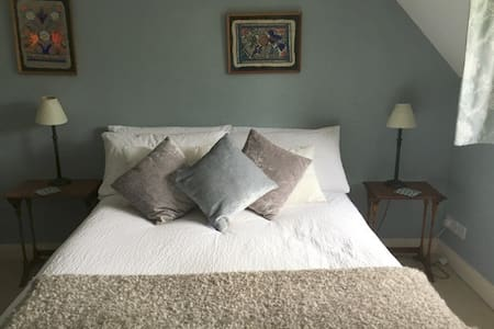 Cotswold charm, double room in lovely home - Huis