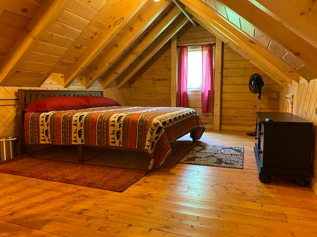 Private upstairs/large loft