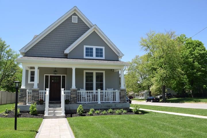 New Home (8/2018) - 2 blocks  to ND- sleeps 10
