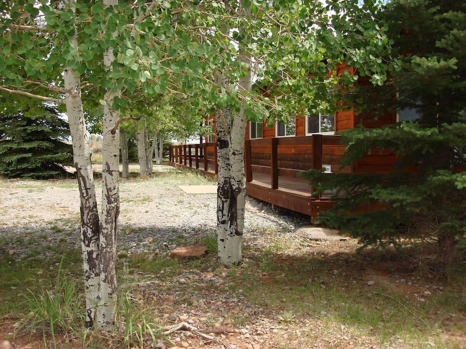 Aspen Cove Cabin #2 parking