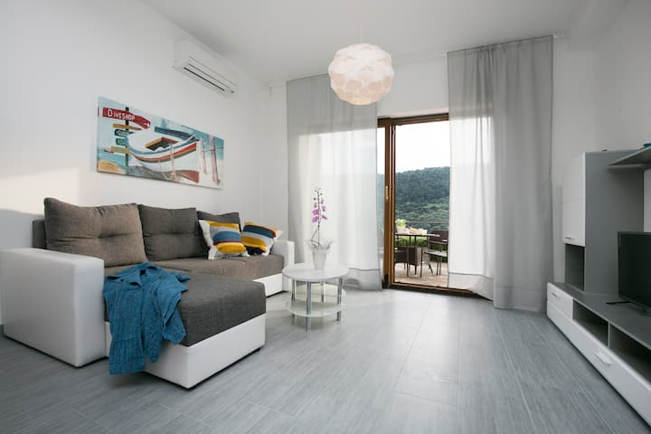 Sea Side 2 Bedrooms Holiday Apartment 209