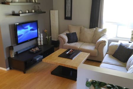 4BR home away from home, near shopping and dining! - Ház