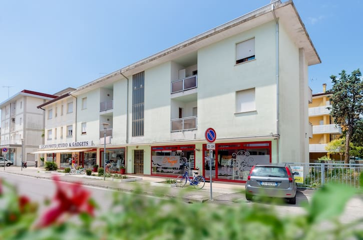 Apt for 2+2 pers - dog welcome in Bibione R66729