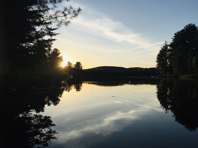 Chalet Bonheur, Bord de Lac et Spa!